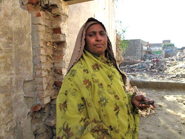 Tusentals pa flykt i norra pakistan